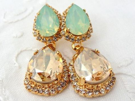 #weddings #jewelry #earrings #bridesmaidgift #bridalearrings #swarovskiearrings #chandelierearrings #statementearrings #dangleearrings #vintageearrings #rhinestoneearrings #swarovskirhinestone #champagneandmint #weddingjewelry #mintopal