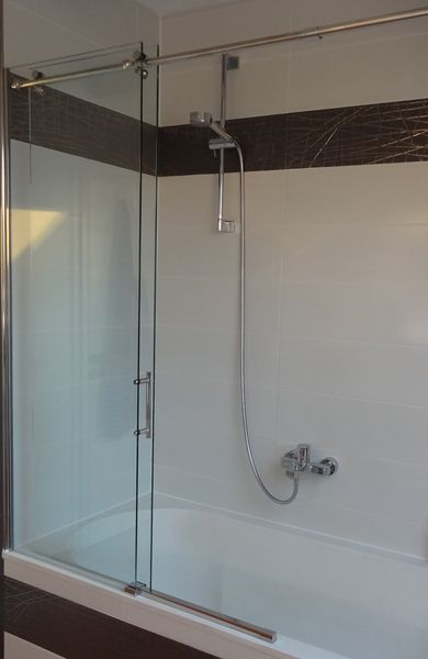 Duschabtrennung Schiebetur Auf Badewanne In 2020