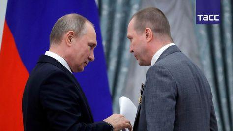 Евгений Миронов передал Владимиру Путину письмо от деятелей культуры в защиту Серебренникова   24 мая 2017