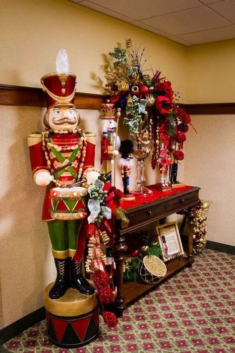 14 Extraordinary Stand-Up Christmas Decoration Ideas 10