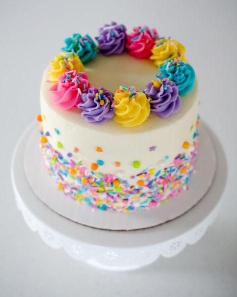 Pretty little smash cake.. I love the fun colors.. and of course.. @sweetapolita #sprinkles #sprinklecake #lovliecakes