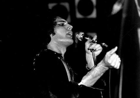 #ClassicMercury: Freddie LIVE! in Brisbane, Australia (1976) @ANATO @QueenlandForum http://www.freddiemercury.com