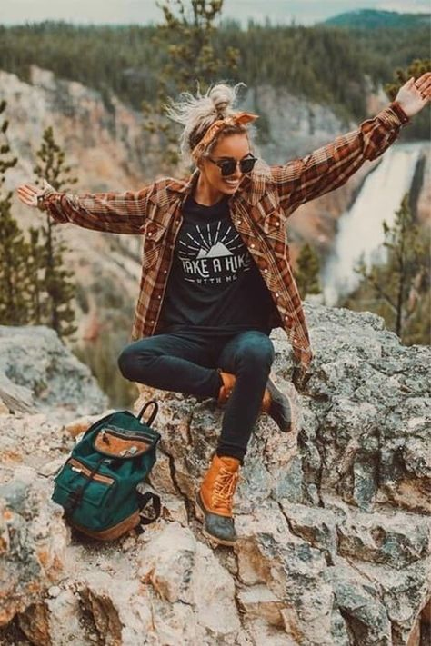 World Camping. Tips, Tricks, And Techniques For The Best Camping Experience. Camping is a great way to bond with family and friends. Summer Camping Outfits, Travel Outfit Summer, Summer Outfits, Womens Hiking Outfits, Travel Outfits, Vacation Outfits, Outfits Hippie, Fall Outfits, Casual Outfits
