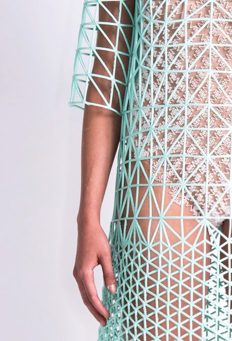 danit-peleg-creates-full-3d-printed-fashion-collection-at-home-12