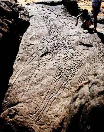 the worlds largest rock art petroglyph dabous giraffe - 400×508