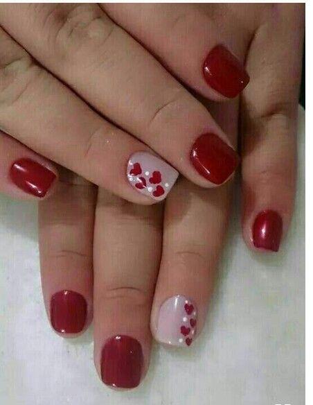 Decoración de uñas cortas color rojo