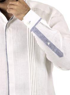 Guayabera 100% lino Blanco con Alforzas y Detalles Azul