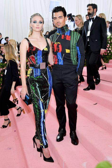 Joe Jonas and his beautiful wife Sophie Turner look amazing at their first Met Gala as a married couple! ❤️They complement each other so…