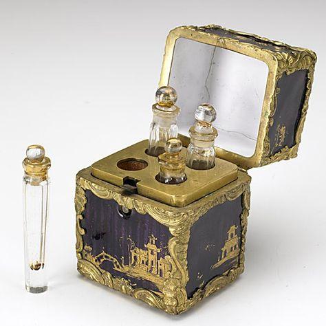 Louis XV Bronze & Enamel Perfume Necessary, Perfumes Vintage, Antique Perfume Bottles, Vintage Bottles, Potion Bottle, Bottle Art, Dior Perfume, Magical Jewelry, Bronze, Beautiful Perfume