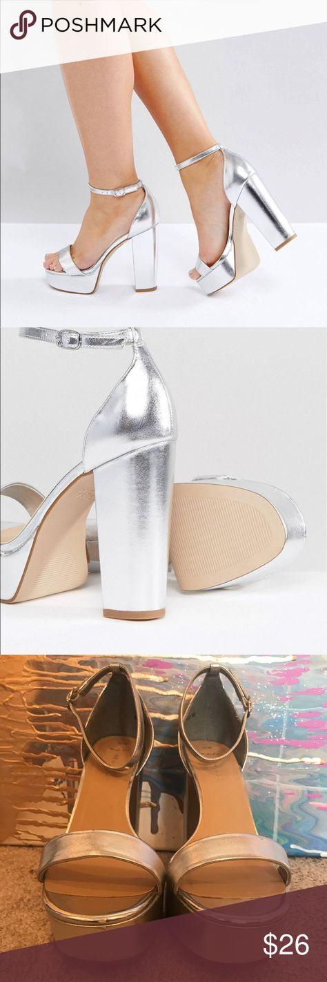 6308ea8a0c50 New Look metallic platform sandals Silver block heeled sandal Has minimal  scuffs but was never worn