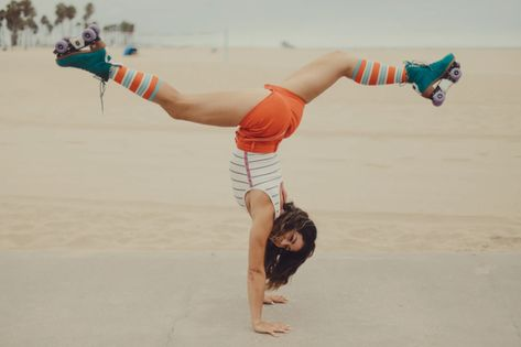 They're taking roller skating out of the roller rink and onto the boardwalk, all while taking no crap from anyone. Retro Roller Skates, Roller Skate Shoes, Roller Rink, Roller Derby, Handstand, Disco Roller Skating, The Neighbor, Snowboard Girl, Skate Girl
