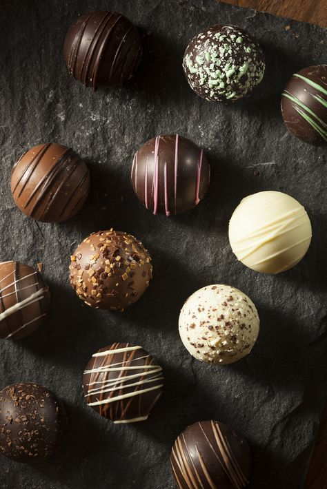Chocolate Navidad, Hot Chocolate Gifts, Chocolate Bomb, Hot Chocolate Bars, Hot Chocolate Recipes, Christmas Hot Chocolate, Homemade Hot Chocolate, Chocolate Cups, Christmas Food Gifts