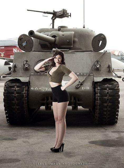 военной красотке вдули часто