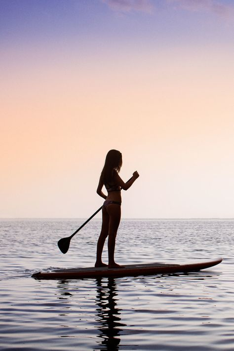 Lose weight with stand up paddling: these are the best SUP boar .-Abnehmen mit Stand Up Paddling: Das sind die besten SUP Boards Lose weight with Stand Up Paddling: These are the best SUP boards for every budget weight - Roxy Surf, Surf Mar, Surf Girls, Sup Boards, Beach Aesthetic, Summer Aesthetic, Surf Table, Stand Up Paddling, Wakeboard