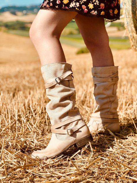 Stivali donna traforati con tacco medio in pelle nabuk perla kikkiline beige