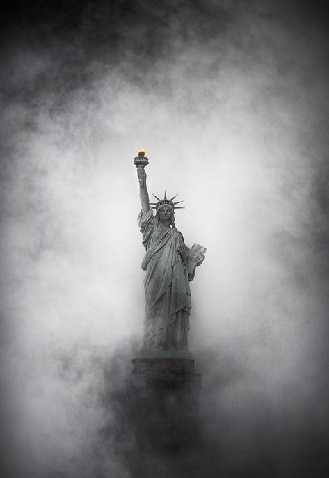 Lady liberty by Raylivez / Nature Pictures, Cool Pictures, Cool Photos, Liberty Wallpaper, Editorial Photography, Art Photography, Photography Magazine, Patriotic Pictures, Gray Aesthetic