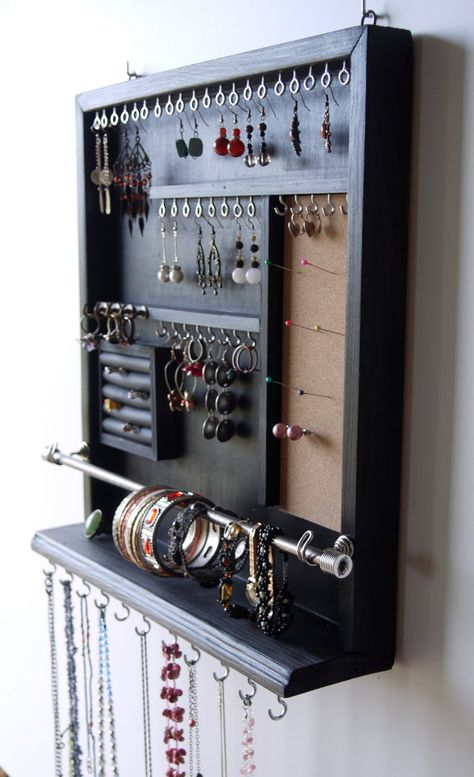 Jewelry organizer earrings display necklace hold - About jewelry organizer diy Diy Jewelry To Sell, Diy Jewelry Holder, Jewelry Hanger, Necklace Holder, Jewelry Stand, Homemade Earring Holders, Wall Organization, Jewelry Organization, Jewellery Storage