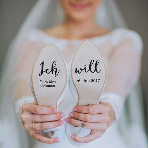 Individuelle Schuhaufkleber für deinen Hochzeitsschuh! Perfekt um auf die Sole aufzukleben! Ich brauche bitte folgende Infos: > Euer Familienname > Hochzeitsdatum! Der Aufkleber wird auf...