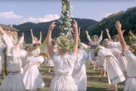 Midsommar, Orgasm, and the Terrifying Feminine — Girls on Tops - Top-Trends Movie Shots, Movie Tv, Movies Showing, Movies And Tv Shows, Color In Film, Breakup Movies, Film Aesthetic, Summer Solstice, Film Stills