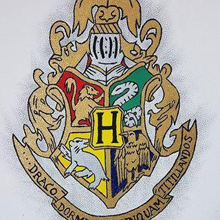Hab Ich Ja Ganz Vergessen Hier Mit Rein Zu Stellen Das Hab Ich Ja Schon Etwas Langer Fertig Zu Welchem Haus G Harry Potter Wappen Hogwarts Wappen Zeichnungen