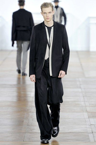 See the complete Dior Homme Fall 2011 Menswear collection.