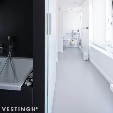 Droom Je Altijd Al Van Een Gietvloer Effect Deze 2 Componenten Coating Speciaal Ontwikkeld Om Op Een Voordeligere Badkamer Vloer Diy Planken Badkamer Coating
