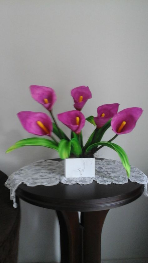 Copo De Leite Rosa Modado Nas Maos Com Imagens Flores