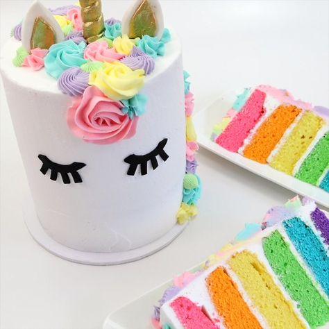 Classic unicorn cake that's just so darn cute! #cakedecorating