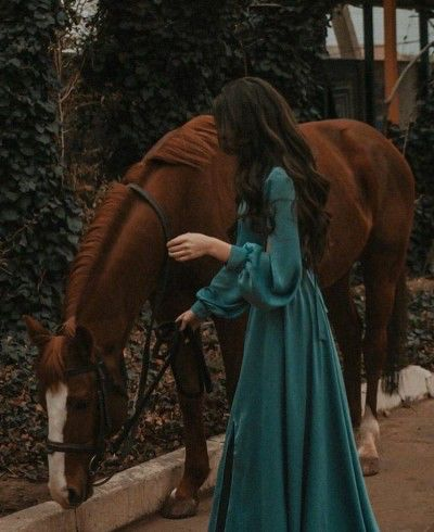 Princess Aesthetic, Aesthetic Girl, Horse Girl Photography, Dark Photography, Yennefer Of Vengerberg, Girly Pictures, Foto Pose, Aesthetic Vintage, Stylish Girl