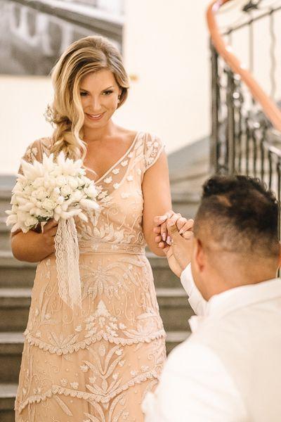 Der First Look Hochzeitsoutfit Kleid Hochzeit Braut