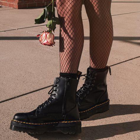 Aniyahlationn | Dr Martens | Jadon | Grunge Outfit | Street Style | Fashion | Alternative | OOTD | Grunge Street Wear | Boots | Grunge |