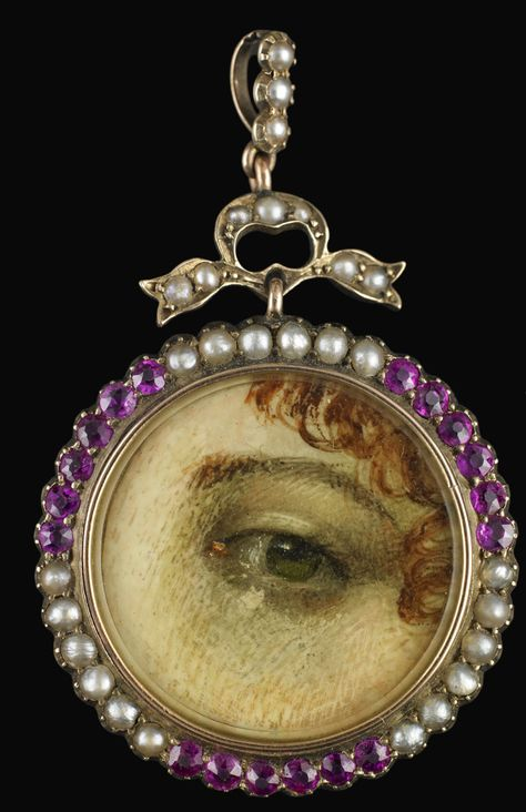 Yellow gold round pendant surrounded by seed pearls and pink garnets, late 19th or early 20th century. Collection of Dr. and Mrs. David Skier. #lookoflove #eyeminiatures #loverseye