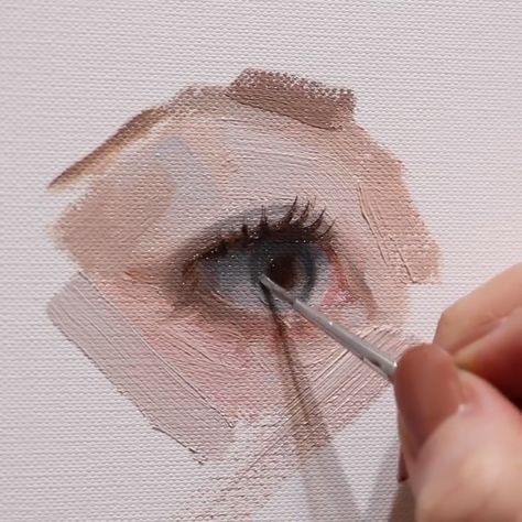 I always ask myself - why do I show others how I work? Do I know how to do it right? If I'm not sure then why do I teach? I guess, the answer is that it's impossible to find a perfect way to create art 🤔 ______ #oilpainting #eyeart #traditionalart #oiloncanvas #paintingprocess #realismart #timelapseart