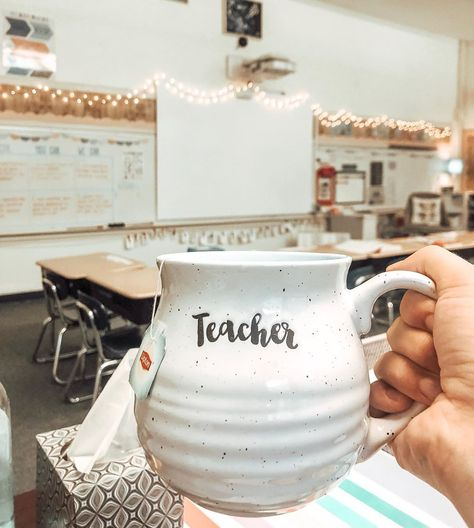 Looking for a little classroom hygge? We dig into this cozy trend and identify ways teachers can bring hygge to their classrooms. Primary School Teacher, Elementary Teacher, Elementary Education, Teacher Office, Physical Education, Classroom Design, Classroom Themes, Cute Classroom Decorations, Preschool Classroom