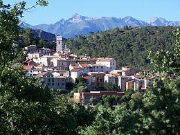 Veduta di Levens: sullo sfondo il monte Gélas