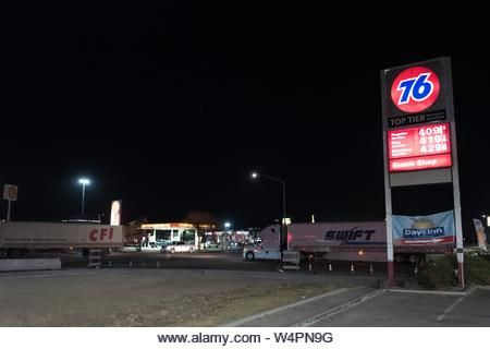 76 Gas Station Stock Photos 76 Gas Station Stock Images Alamy In 2020 Gas Station Gas Station Prices Service Station