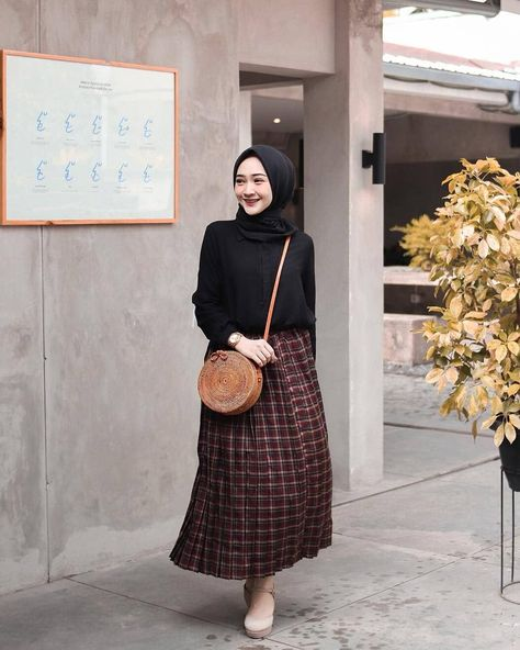 "Trend Hijab Style OOTD 2019 on Instagram: ""Inspiration Hijab Style Outfit of The Day (OOTD) 2019 Remaja Indonesia Positif, Kreatif & Ceria 😍😘😘😘😘 . . . #repost by @sin.sr…"" #ootd hijab remaja rok Trend Hijab Style OOTD 2019 on Instagram: ""Inspiration Hijab Style Outfit of The Day (OOTD) 2019 Remaja Indonesia Positif, Kreatif & Ceria 😍😘😘😘😘 . . . #repost by @sin.sr…"""