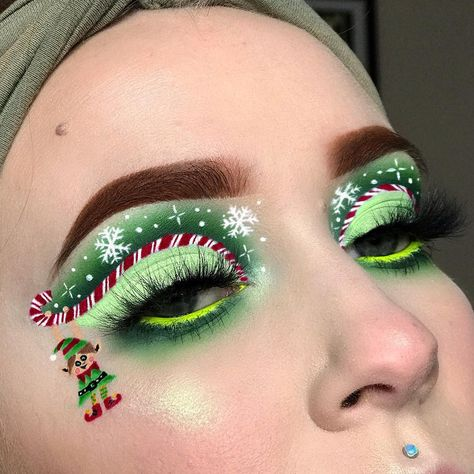 🎄🧝♀️ Christmas Elf 🧝♀️🎄 Christmas Look Day 9 !!!!!! @shine.shadows and I bring you a super festive collab!!! I've been So so so excited…