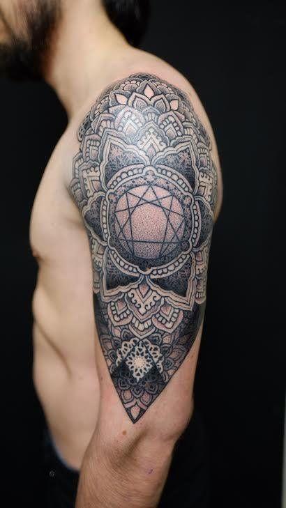 Enneagram Mandala Tattoo Done By Sarkanice At Schwarze Hand Tattoo In Berlin Germany Tattoos Hand Tattoos Tattoos Polynesian Tattoos Women