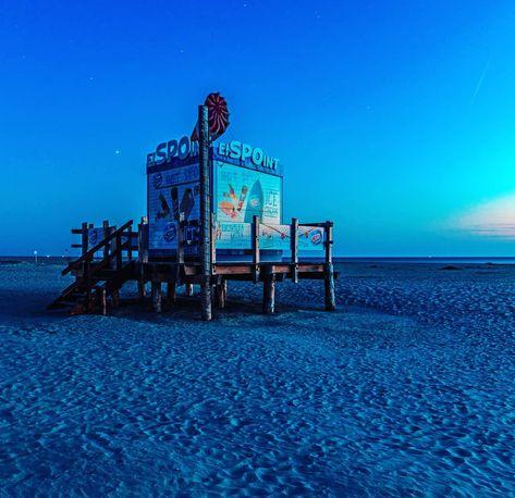 #bluehour #blauestunde #nachtfotografie #longexposure #nightshot #nightphotography #nordseeliebe #nordsee #beachlife #strandleben #spo #sanktpeterording #eiderstedt #schleswigholstein #moody #northernsea #icecream #moodygram #batpixs_germany #europe_gallery #blueport #wonderfuldestinations #mastergallery #germanytourism #deutschlandkarte #living_europe