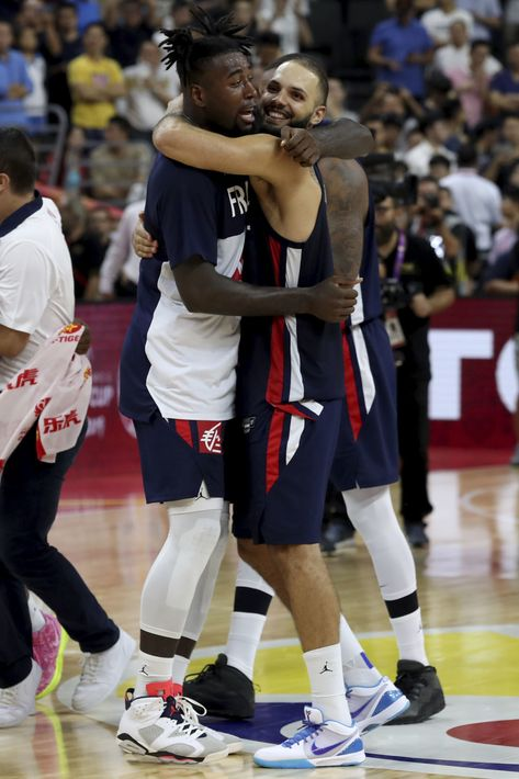 France stuns US in World Cup basketball quarterfinals