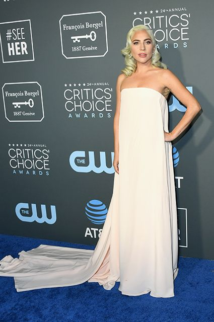 Sharliz Teron Dzhuliya Roberts Nikol Kidman I Drugie Na Ceremonii Vrucheniya Premii Critics Choice Awards 2019 White Nice Dresses Fashion Red Carpet Dresses