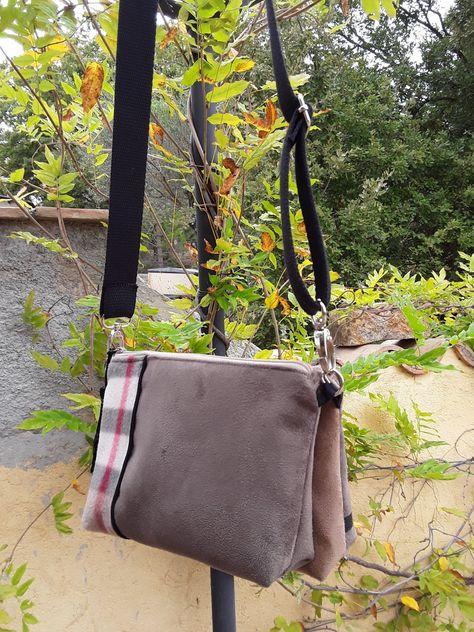 2607be3b96 Sac bandoulière pour femme,en suédine taupe et marron, tissu polaire  tartan, sac double pochette bandoulière ,style tendance,sac réversible de  la boutique ...