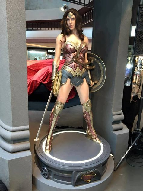Hot Toys: muestra de Batman v Superman ActionFan