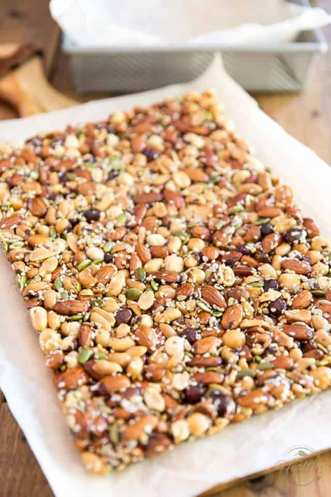 KIND Nut Bars are such a delicious snack but can be a tad on the pricey side. Learn how to easily make your own for a fraction of the price! Healthy Granola Bars, Homemade Granola Bars, Healthy Bars, Healthy Treats, Homemade Protein Bars, Homemade Kind Bars, Healthy Slice, Protein Bar Recipes, Protein Snacks