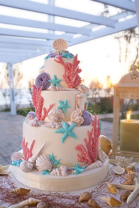 For a trendy beach wedding, the final setting of the cakes are inspired by the sea theme of the wedding. Photo Renato Ardovino