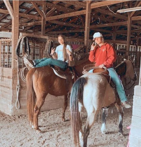What is a dude ranch? It is a ranch vacation that offers an immersive Western experience that includes horseback riding, fishing, hiking & more. Cute Horses, Horse Love, Beautiful Horses, Looks Country, Cute N Country, Cute Country Couples, Country Couple Pictures, Foto Cowgirl, Cowgirl Style