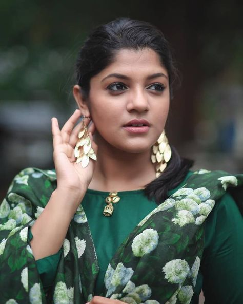 Aparna Balamurali Follow Us Filmybyte For More Updates Aparna Aparnabalamurali Asif Rajis Most Beautiful Indian Actress Beautiful Indian Actress Model