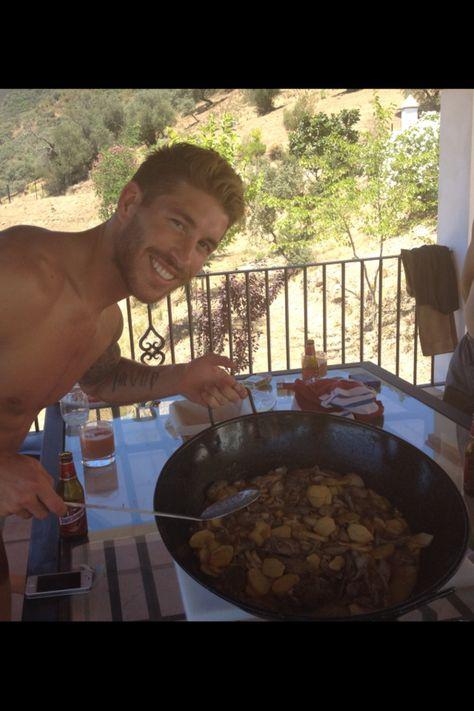 Sergio Ramos - His Hawwt Talentedness cooks too?! *swoooon*