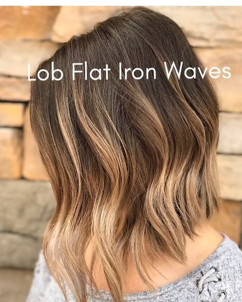 flat iron waves Want Perfect Lived-In Waves? Try These Flat Iron Tips - Beach Waves For Short Hair, Beach Wave Hair, Loose Waves Hair, Loose Curls Short Hair, Easy Beach Waves, Short Waves, Beachy Waves, Flat Iron Short Hair, Curling Hair With Flat Iron